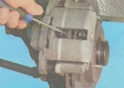 Раздвигаем тормозные колодки на ВАЗ 2108, 2109, 21099