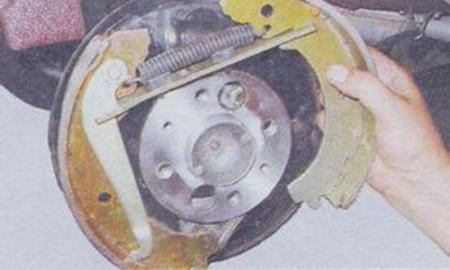 Как заменить задние тормозные колодки на ваз 2101