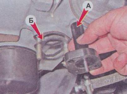 Снимаем прокладку и теплоизоляционную проставку бензонасоса на ВАЗ 2101, 2102, 2103, 2104, 2105, 2106, 2107