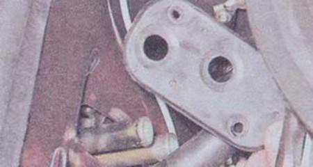 Снимаем уплотнитель патрубков радиатора печки на ВАЗ 2101, 2102, 2103, 2104, 2105, 2106, 2107