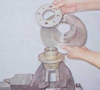 Отсоединяем ступицу от тормозного диска на ВАЗ 2101, 2102, 2103, 2104, 2105, 2106, 2107