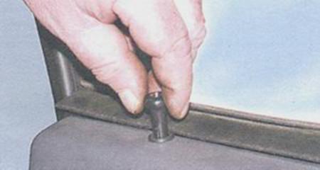 Откручиваем кнопку блокировки двери на ВАЗ 2108, 2109, 21099