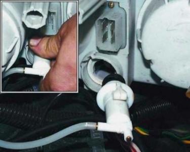 Снимаем гидрокорректор фар на ВАЗ 2110, 2111, 2112