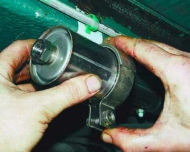 Снимаем топливный фильтр на ВАЗ 2110, 2111, 2112
