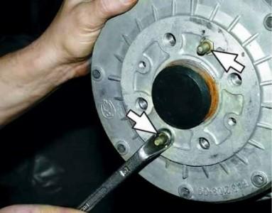 Откручиваем шпильки на тормозном барабане на ВАЗ 2110, 2111, 2112