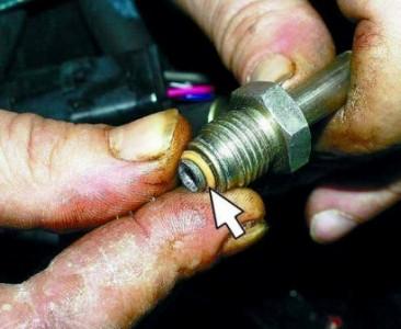 Снимаем уплотнительные кольца на ВАЗ 2110, 2111 2112